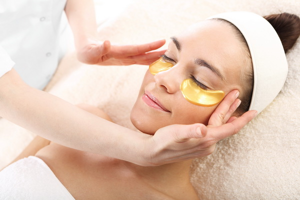 facial with gold eye masks